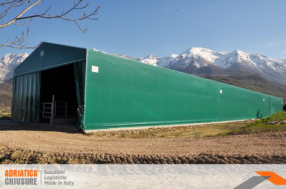 Strutture zootecniche per bovini in ferro e PVC con chiusure porte tenda Adriatica Chiusure