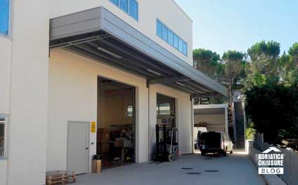 Tettoia industriale a sbalzo Adriatica Chiusure